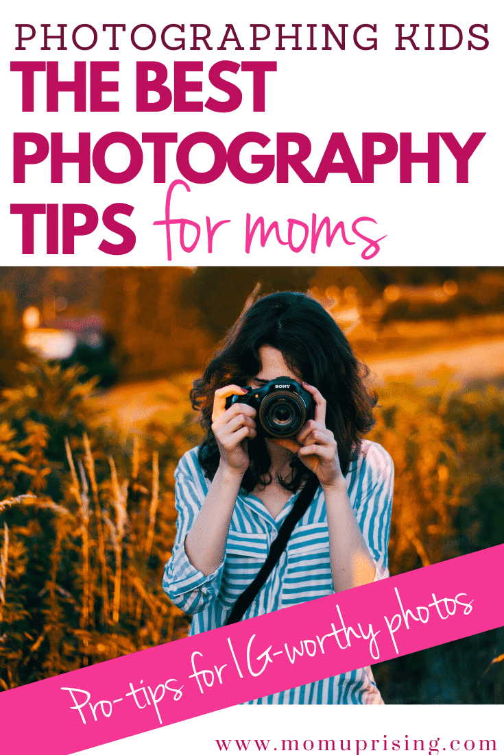 Attempts at photographing kids not turning out so hot? These pro-tips from photographers will help you start snapping IG-worthy shots of your kids in no time. Learn the best ways to take better photos of your kids with the best photography tips for moms from professional photographers. #momlife #motherhood #takebetterpictures #momphotographer #momtog